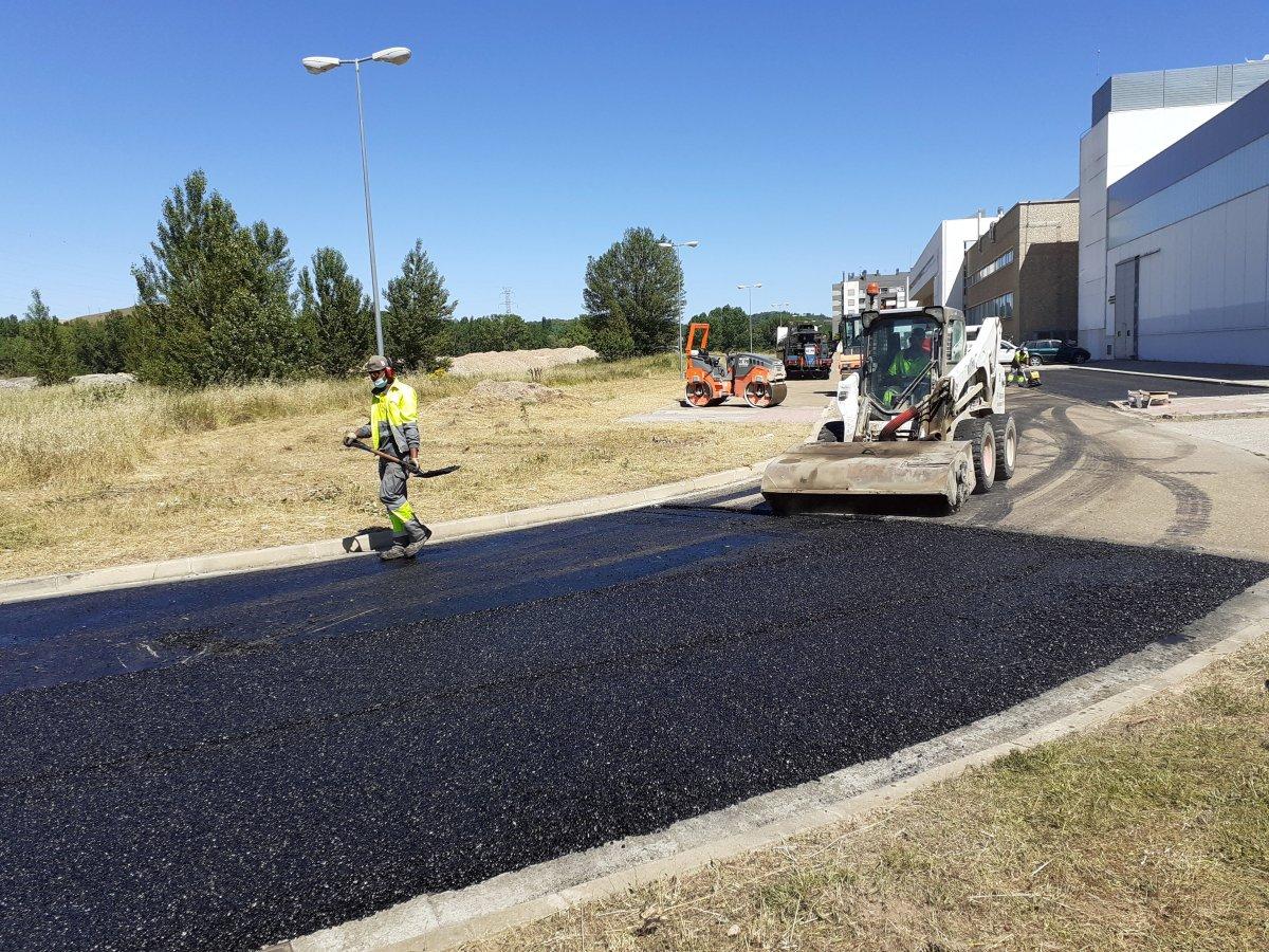 Foto SUCONS construye un tramo vial de la EPS con su material sostenible patentado