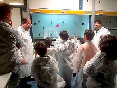 Actividades de Tecnoartea en los laboratorios de la Facultad de Ciencias