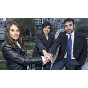 Beatriz Hortigüela, Sandra González y Santiago Cuesta han trabajado juntos en la divulgación científica de los nuevos materiales