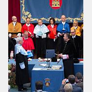 El doctor honoris causa realiza el juramento frente al rector