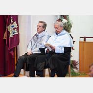 El Excmo. Sr. D. Mario Vargas Llosa y el Excmo. Sr. D. Iñaki Gabilondo antes de ser investidos Doctores HC
