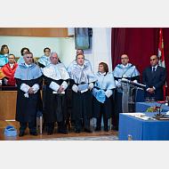 Los DHC junto con sus padrinos, el decano de la Facultad de Humanidades y Comunicación y el Presidente del Consejo Social