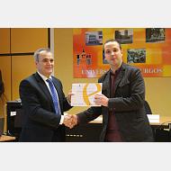 008Dispositivo para el control de aguas. Saúl Vallejos recibe el premio en representación del Grupo de Polimeros