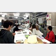 Estudiantes con discapacidad participan en un taller sobre nuevos materiales de construcción con residuos