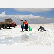 Premio de jurado:  Trabajadoras en el Salar de Uyuni - Cristina González - Bolivia, 2015