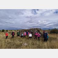 Excursión ambiental Paseo de los Romanos (26-9-2020) Foto de grupo junto a unas ruinas