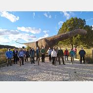 Excursión Ambiental Camino San Olav y la Princesa Kristina de Noruega 03-10-2020 Foto de grupo junto a dinosaurio