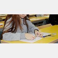Alumno realizando una prueba