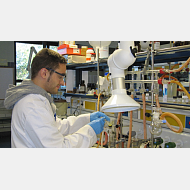 Montaje experimental. Síntesis en Química Inorgánica con captación mediante brazo articulado de posibles volátiles