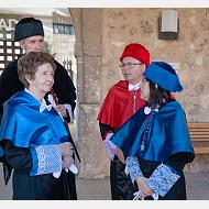 El rector, el secretario general, la madrina y la doctora Margarita Salas momentos antes de iniciar la comitiva académica
