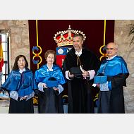 La madrina, la doctora Salas, el rector y el decano de la Facultad de Ciencias