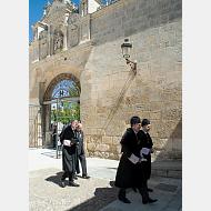 El rector junto con el presidente de la Junta de Castilla y León cierran la comitiva académica