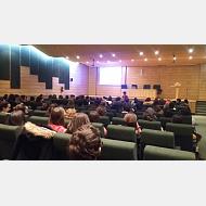 imagen conferencia de Ana Prieto. Psico-oncológa de la AECC