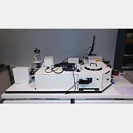Fluorímetro de tiempos de vida media y estado estacionario