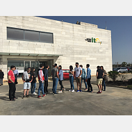 Foto de grupo esperando para entrar al ITACYL