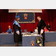 Momento del juramento para formar parte del Claustro de doctores de la Universidad de Burgos