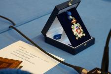 Medalla entregada a los familiares de Félix Rodríguez de la Fuente